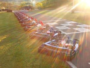 tous les karts alignés au bord de la piste karting Lyon Bully