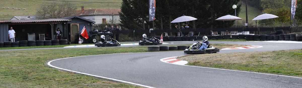 pilotes de kart sur le circuit karting de bully