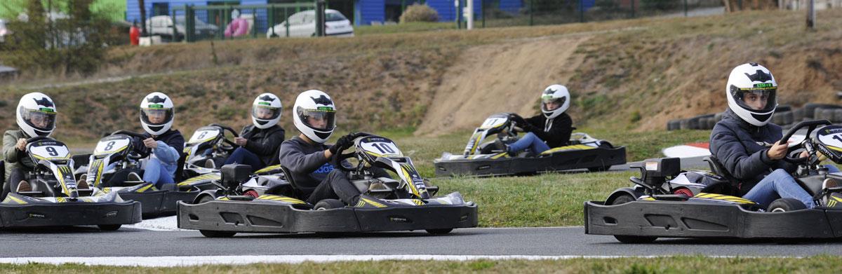 pilotes de kart font la course karting vénissieux