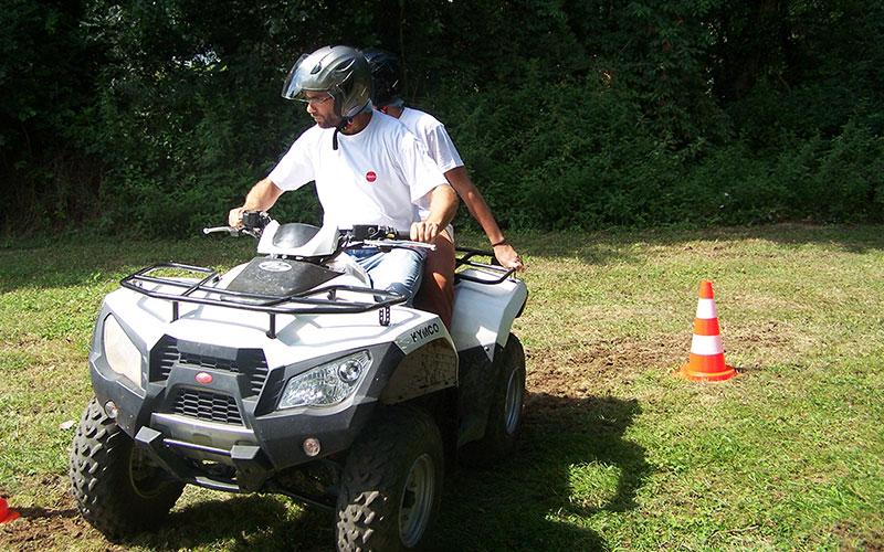 quad lyon pelouse slalom